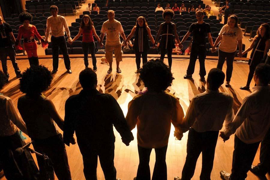 Las clases de teatro se realizan en grupo
